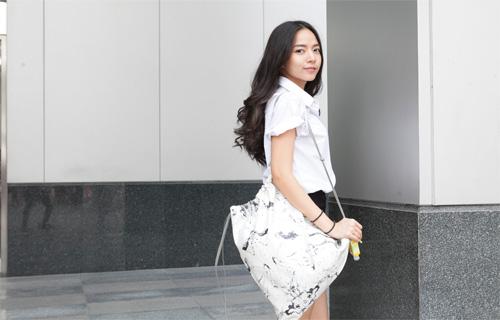 เน็ตไอดอลสุดฮอต ใบเตย สุวพิชญ์ นางเอก MV ทิ้งไว้กลางทาง