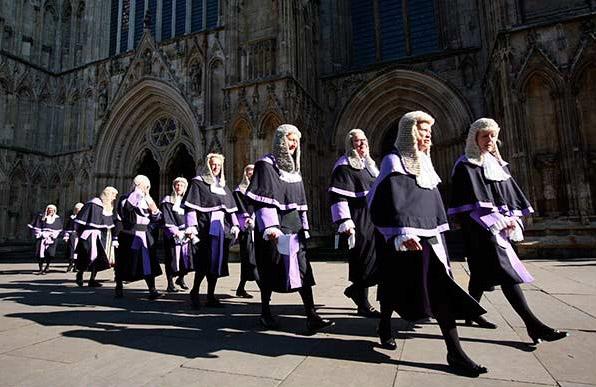 คณะน่าเรียน คณะนิติศาสตร์ ทำงานอะไร นักศึกษาจบใหม่ ผู้พิพากษา พนักงานอัยการ อาชีพทำเงิน