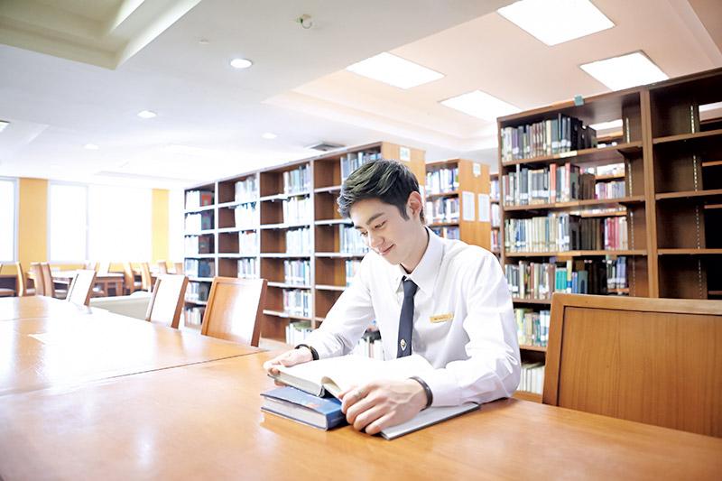 About Campus Issue33 MONO29 utcc กัน รัชชานนท์ ชีวิตชาวมอ นักบิน ม.หอการค้าไทย