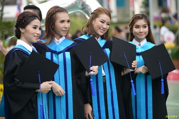 ม.หอการค้าไทย มหาวิทยาลัย รับปริญญา