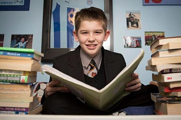 """เด็กอัจฉริยะวัย 11 ปี """"Kian Hamer"""" ไอคิวสูงปี๊ด เก่งกว่าไอสไตน์ และสตีเฟน ฮอว์กิง"""