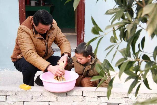 สุดเศร้า!! โรงเรียนในจีน มีนักเรียนคนเดียว กับคุณครูเพียงหนึ่งคน