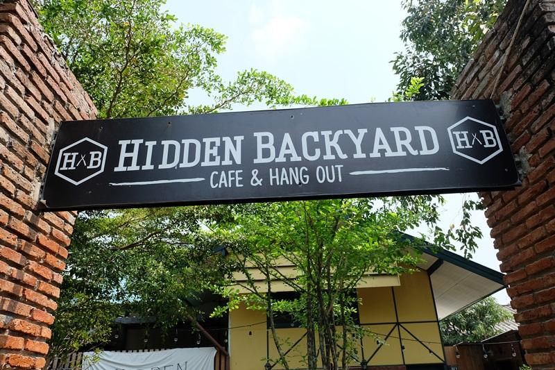 HIDDEN BACKYARD ร้านนั่งชิลล์สไตล์สวนหลังบ้าน