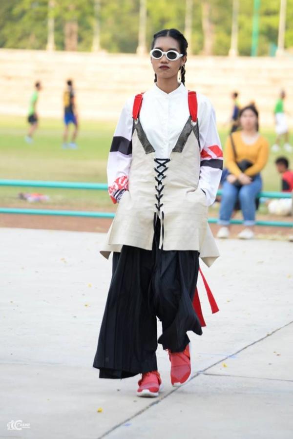 ชมภาพ Fashion Show ผลงาน นศ.ออกแบบเครื่องแต่งกาย ม (4)
