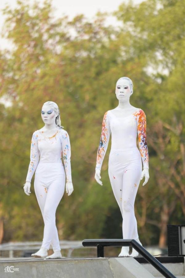 ชมภาพ Fashion Show ผลงาน นศ.ออกแบบเครื่องแต่งกาย ม (7)