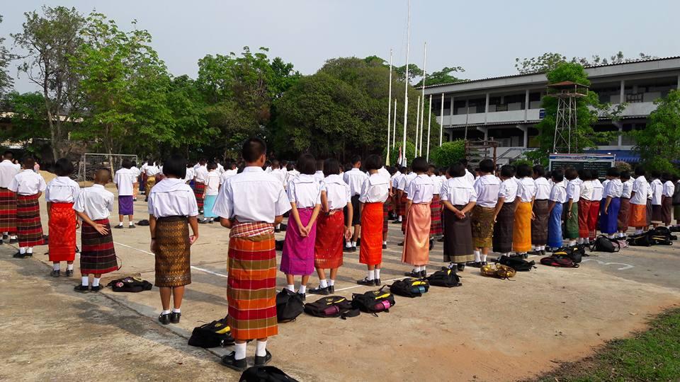 นักเรียนโรงเรียนหนองสังข์วิทยายน ร่วมอนุรักษ์ไทย นุ่งซิ่นไม่นุ่งสั้นทุกวันพระ (11)