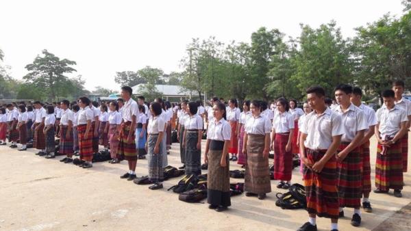 นักเรียนโรงเรียนหนองสังข์วิทยายน ร่วมอนุรักษ์ไทย นุ่งซิ่นไม่นุ่งสั้นทุกวันพระ (13)