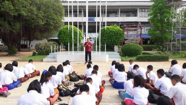 นักเรียนโรงเรียนหนองสังข์วิทยายน ร่วมอนุรักษ์ไทย นุ่งซิ่นไม่นุ่งสั้นทุกวันพระ (3)