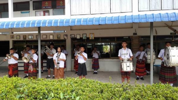 นักเรียนโรงเรียนหนองสังข์วิทยายน ร่วมอนุรักษ์ไทย นุ่งซิ่นไม่นุ่งสั้นทุกวันพระ (8)