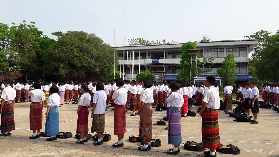 นักเรียนโรงเรียนหนองสังข์วิทยายน ร่วมอนุรักษ์ไทย นุ่งซิ่นไม่นุ่งสั้นทุกวันพระ (9)