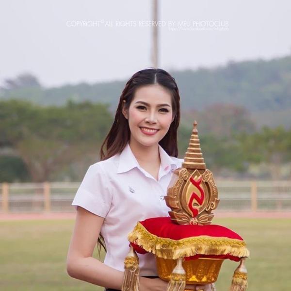 น้องไดร์ จิณณ์ณิตา Miss Thailand World 2016 ในลุคนักศึกษา (22)