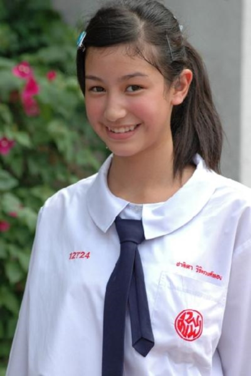 ใสๆ น่ารัก! มิ้นต์ ชาลิดา ในลุคนักศึกษาสาว คณะบริหารฯ (2)