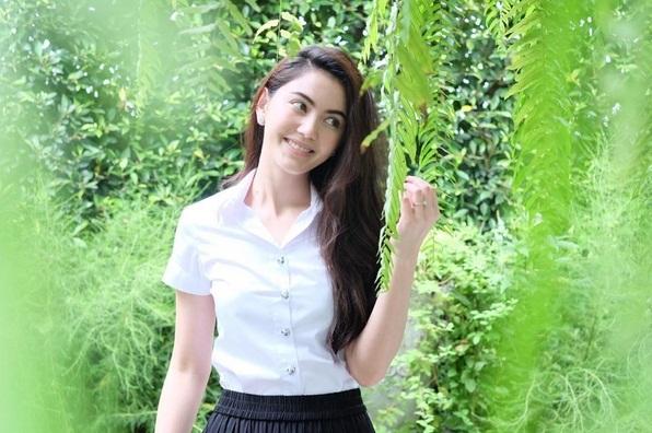 ใหม่ ดาวิกา ในลุคนักศึกษาวันไปเรียน ดาราสาวสวยจากรั้ว ม (1)