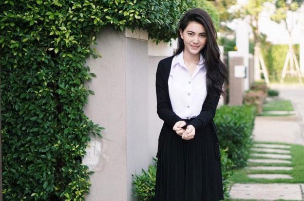ใหม่ ดาวิกา ในลุคนักศึกษาวันไปเรียน ดาราสาวสวยจากรั้ว ม (9)