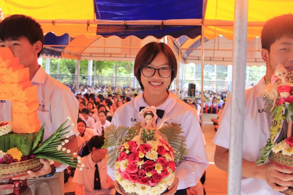 พานไหว้ครูสวยๆ จากโรงเรียนสตรีศึกษา จังหวัดร้อยเอ็ด (10)