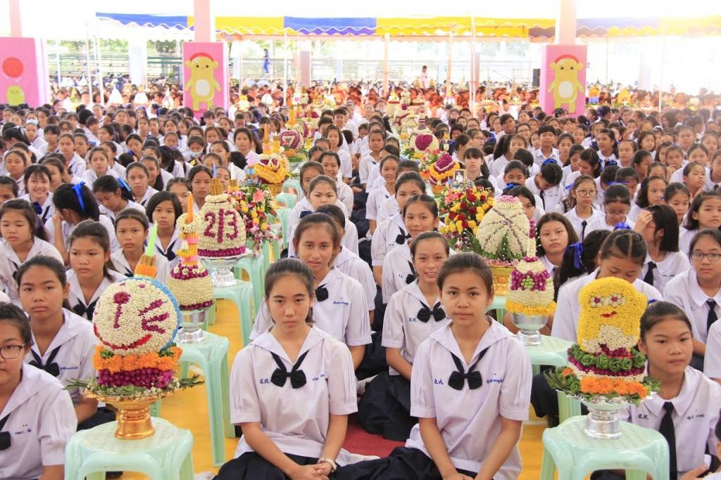 พานไหว้ครูสวยๆ จากโรงเรียนสตรีศึกษา จังหวัดร้อยเอ็ด (17)