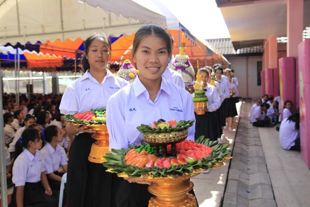 พานไหว้ครูสวยๆ จากโรงเรียนสตรีศึกษา จังหวัดร้อยเอ็ด (5)