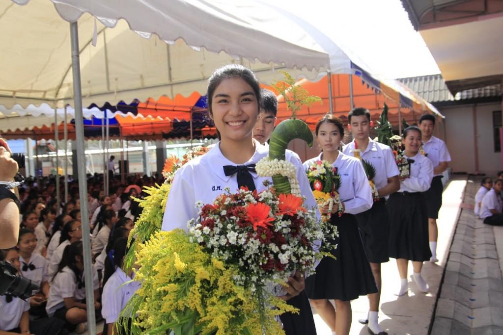พานไหว้ครูสวยๆ จากโรงเรียนสตรีศึกษา จังหวัดร้อยเอ็ด (6)