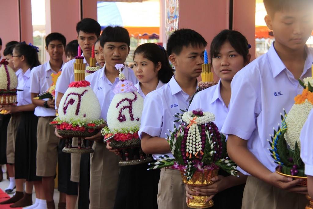 พานไหว้ครูสวยๆ 2559 จากโรงเรียนสตรีศึกษา จังหวัดร้อยเอ็ด (2)