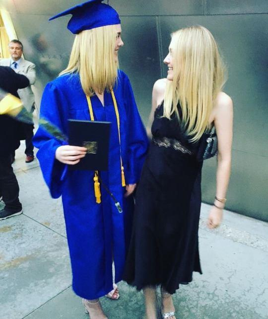 ยินดีกับ!! Elle Fanning น้องสาว Dakota จบไฮสคูลแล้ว (10)