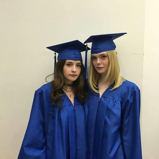 ยินดีกับ!! Elle Fanning น้องสาว Dakota จบไฮสคูลแล้ว (4)