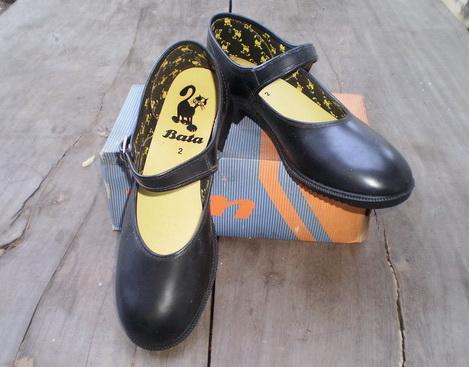 รองเท้านักเรียน บาจา ผู้หญิง