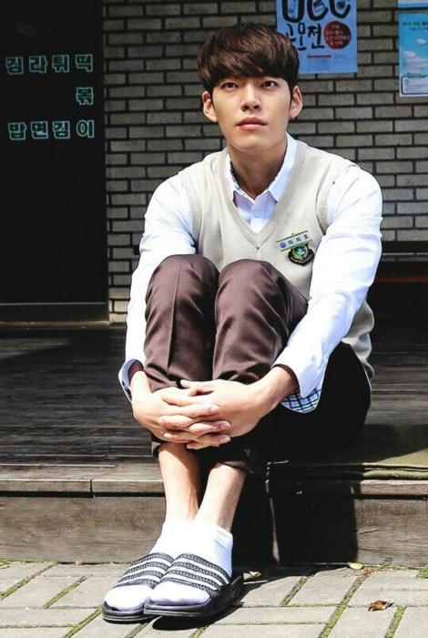 คิมวูบิน ในชุดนักเรียน