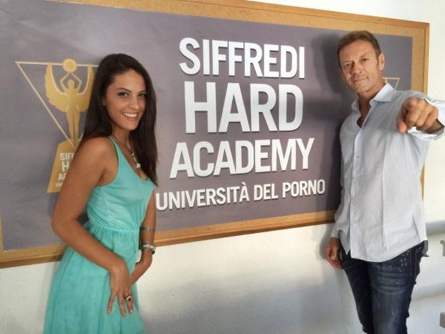 Siffredi Hard Academy มหาวิทยาลัย มหาวิทยาลัยหนังโป๊ อิตาลี เรียนต่อต่างประเทศ