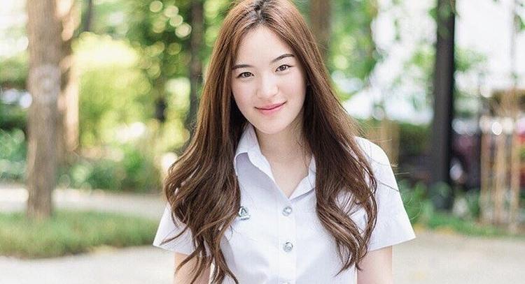 ดาราในชุดนักศึกษา ปันปัน สุทัตตา สาวน่ารัก ฮอร์โมน วัยว้าวุ่น