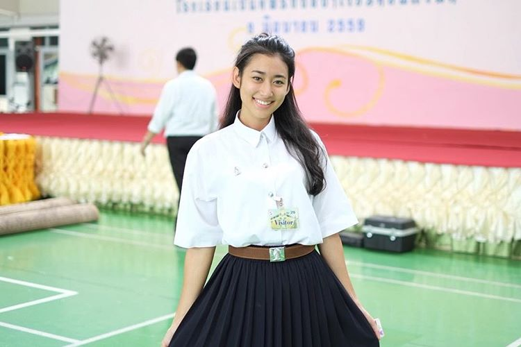 ดาราในชุดนักศึกษา น้ำผึ้ง ธนภัทร ศิลปกรรม สาวน่ารัก สียอดกุมาร