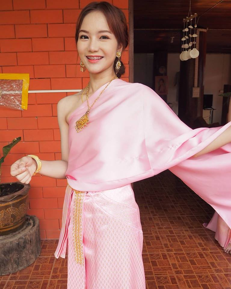 น้องน้ำผึ้งในชุดไทยสีชมพู