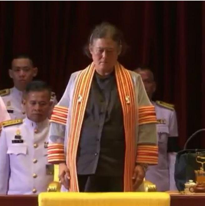 บัณฑิต พิธีพระราชทานปริญญาบัตร มหาวิทยาลัย สมเด็จพระเทพรัตนราชสุดาฯ