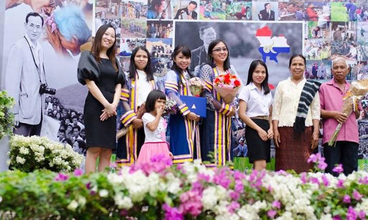 ครอบครัวชินนะแสง จบการศึกษา บัณฑิตเกียรตินิยม มหาวิทยาลัย