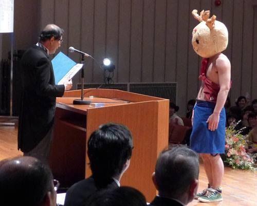 เล่นใหญ่กันไปไหม? ชุดรับปริญญาของนักศึกษาญี่ปุ่น