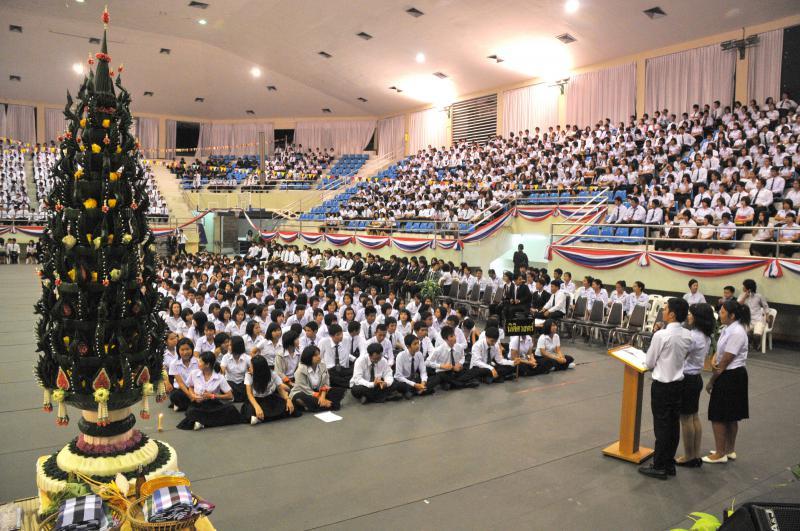 นักศึกษาใหม่ ประเพณีรับน้อง มหาวิทยาลัย