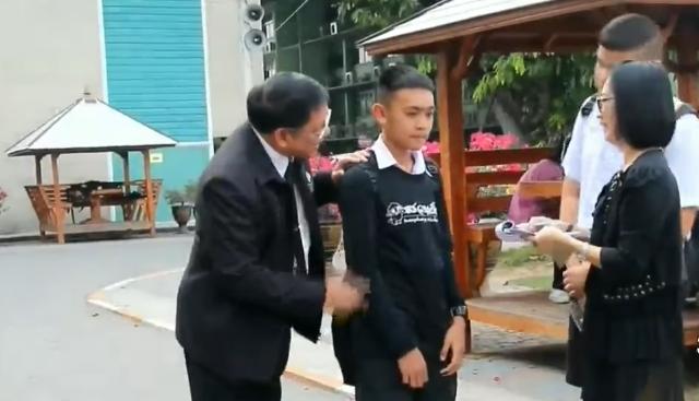 ไอเดียเก๋ โรงเรียนเมืองราชบุรีผุดไอเดียแจกใบสั่ง นร.ทำผิดระเบียบ