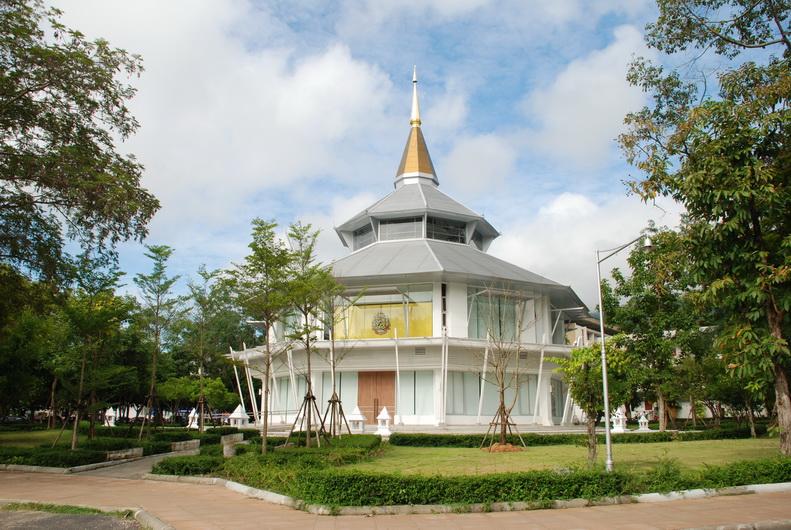 อาคารเฉลิมพระเกียรติ 7 รอบ พระชนมพรรษา : มหาวิทยาลัยเชียงใหม่