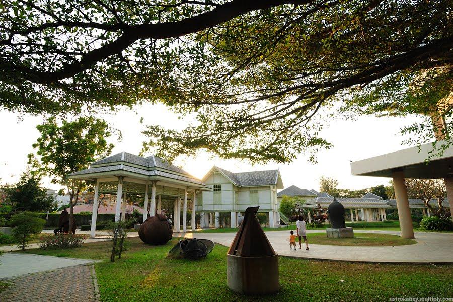ศูนย์ศิลปวัฒนธรรมเฉลิมพระเกียรติ 6 รอบพระชนมพรรษา : มหาวิทยาลัยศิลปากร