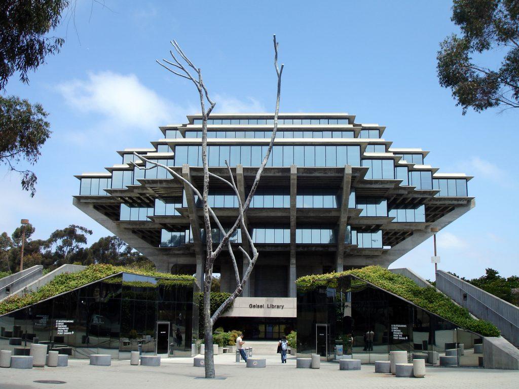 มหาวิทยาลัยแคลิฟอร์เนีย ซานดิเอโก (University of California, San Diego)
