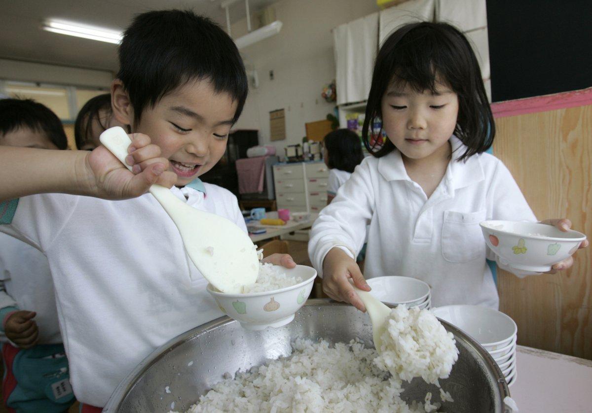 มาดู!! อาหารกลางวันของเหล่านักเรียนญี่ปุ่น ที่ได้ชื่อว่ามีคุณภาพมากที่สุด