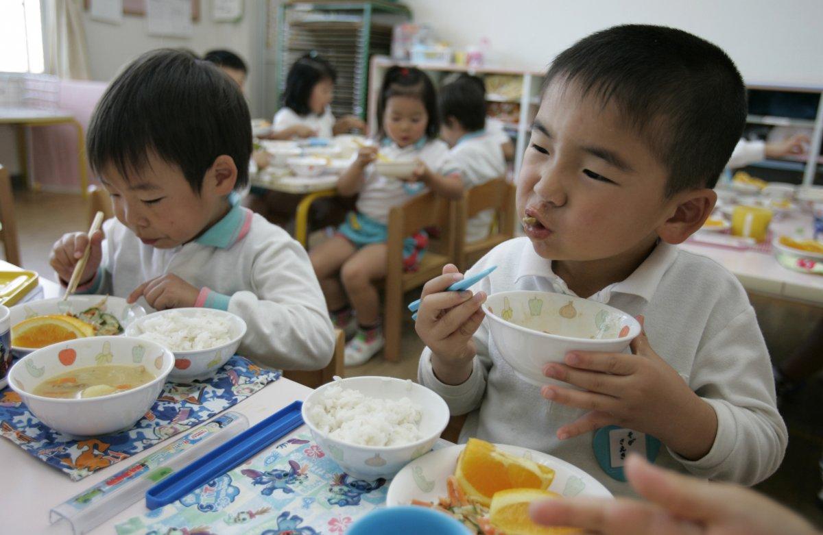 ข่าวการศึกษาญี่ปุ่น นักเรียนญี่ปุ่น อาหารกลางวัน