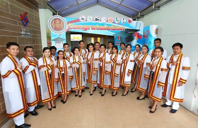 นักศึกษาอาชีวะ บัณฑิตอาชีวะ พิธีพระราชทานปริญญาบัตร