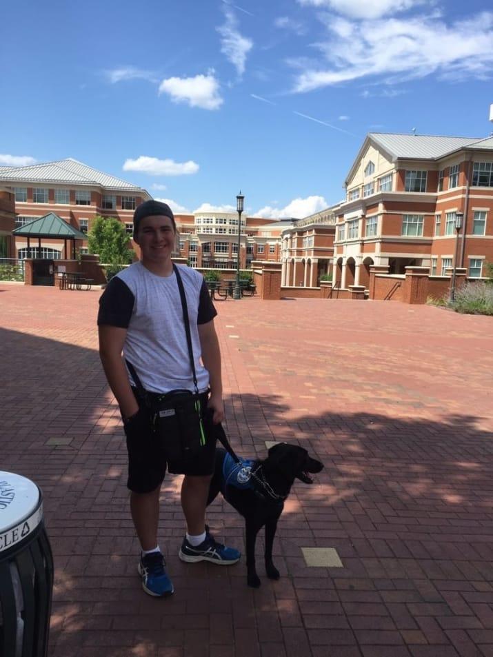 """Andrew 'AJ' Schalk นักเรียนชายวัย 16 ปี และสุนัขของเขา """"Alpha"""""""
