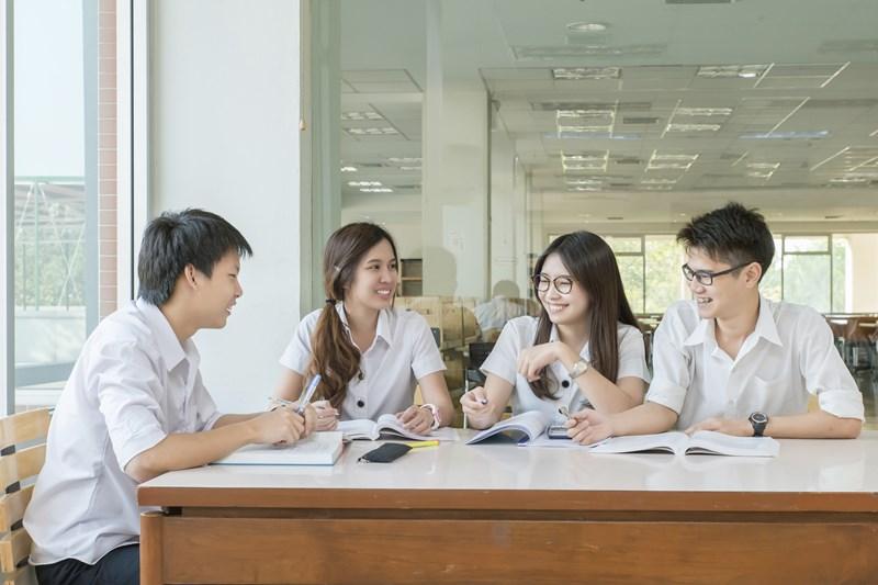 10 มหาวิทยาลัย ที่สอบเข้ายากที่สุด
