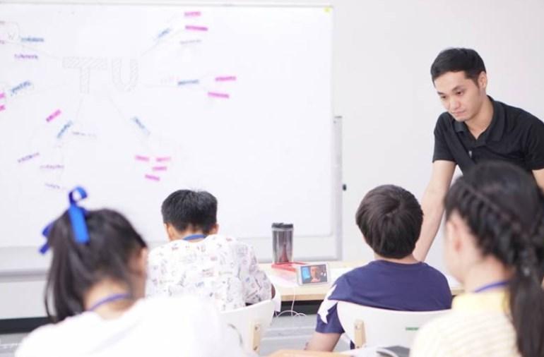 การเรียนการสอน ชุดนักเรียน นักเรียน
