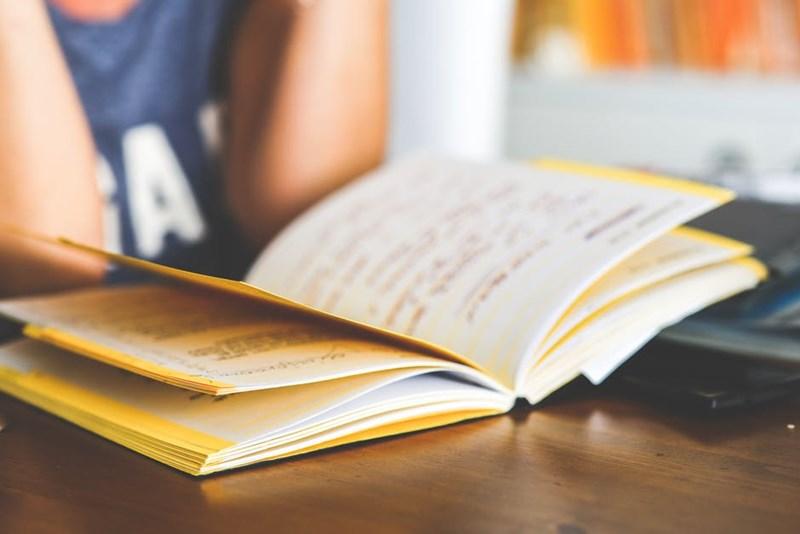 การเรียน อ่านหนังสือ