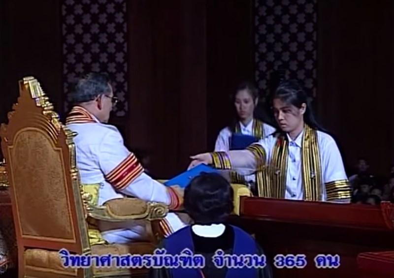 บัณฑิตคนสุดท้ายที่ได้รับปริญญาบัตร จากพระหัตถ์ ในหลวงรัชกาลที่ 9