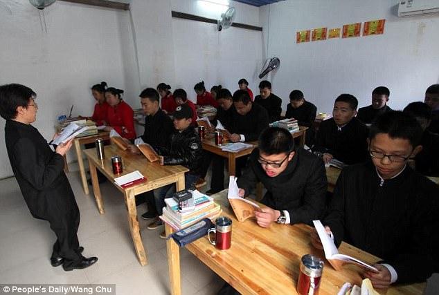 โหดไปมั้ย!! ค่ายปรับพฤติกรรมเด็กติดอินเทอร์เน็ต ที่ประเทศจีน