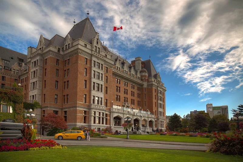 ค่าเล่าเรียน + ค่าครองชีพ แคนาดา