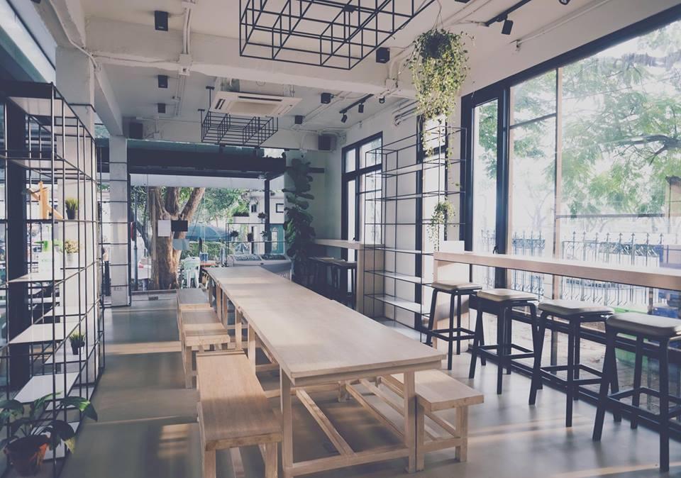 โต๊ะยาวกลางร้านคาเฟ่ เวโลโดม